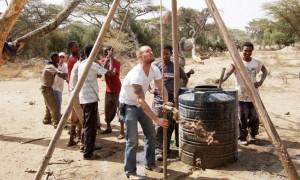Ο Doc σε ένα πηγάδι στην Αφρική