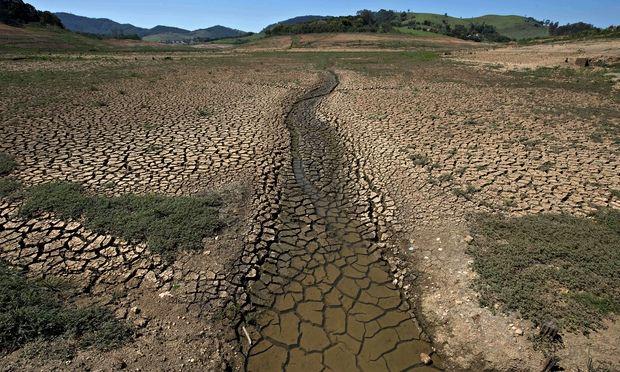 άδειο φράγμα νερού στη Βραζιλία