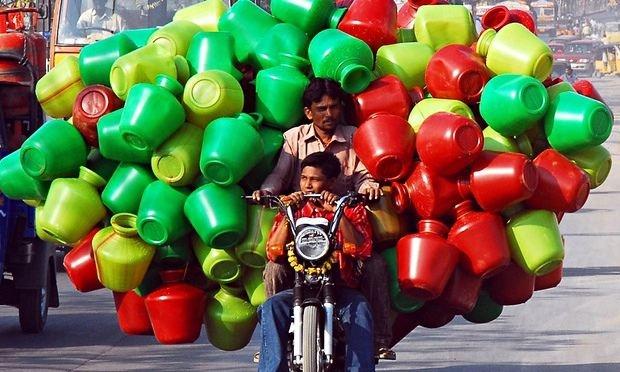 κουβάδες νερού στην ινδία