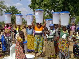 Γυναίκες πουλάνε φίλτρο νερού