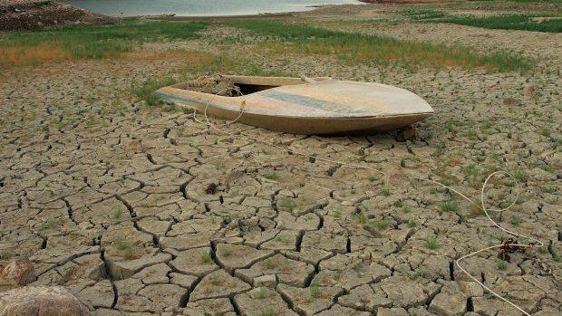 Βάρκα καλυμμένη με χώμα