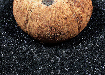 Πώς μετατρέπεται η καρύδα σε φίλτρο ενεργού άνθρακα